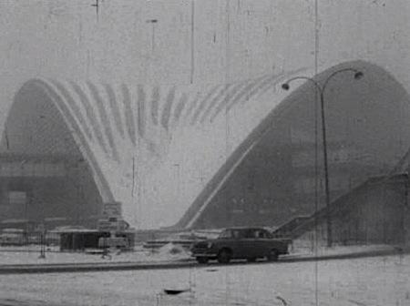 Le CNIT sous la neige en 1963 (depuis le site www.meteo-paris.com)