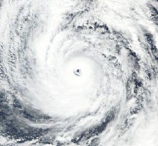 Typhon Lan vers le Japon