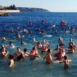Vacances de Noël à la mer : douceur sur la plage et dans l'eau
