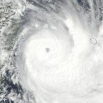 Le cyclone Dumazile passe au large de la Réunion