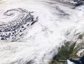 Tempête Dennis : vents violents, fortes pluies et douceur au programme