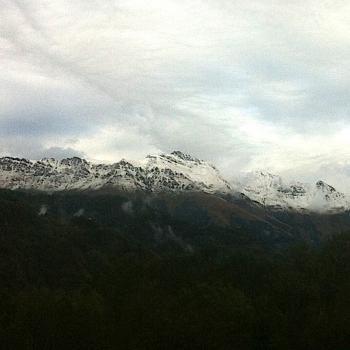 Fraîcheur automnale, fortes pluies et neige en montagne
