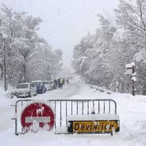 Fortes chutes de neige dans les Alpes au retour des vacanciers