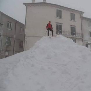 Chute de neige remarquable à Capracotta en Italie