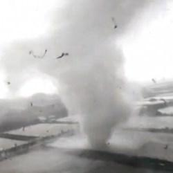 Violente tornade en Chine au passage du typhon Mujigae