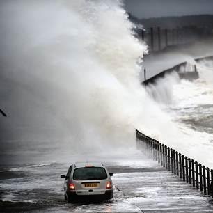Tempête Alexandra : vagues et blizzard sur le Nord de l'Europe