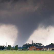 Etats-Unis : Tornades et possible tempête tropicale Ana
