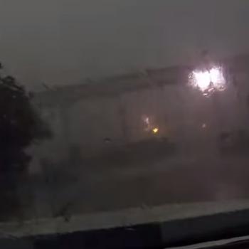 Vidéo choc : l'orage fait tomber un train d'un pont en Louisiane
