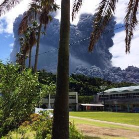 Séisme et éruption volcanique au Japon