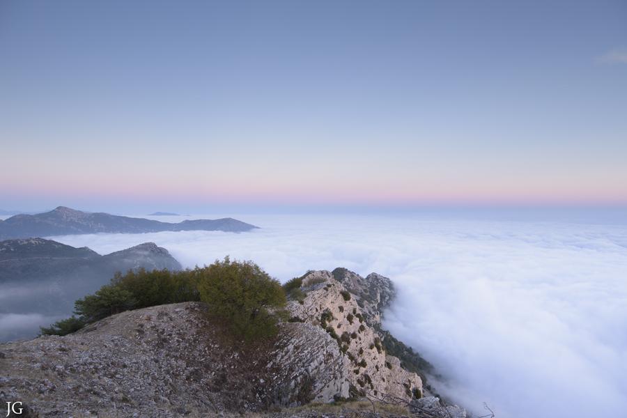Image d'illustration pour Mers de nuages - la beauté secrète de l'hiver