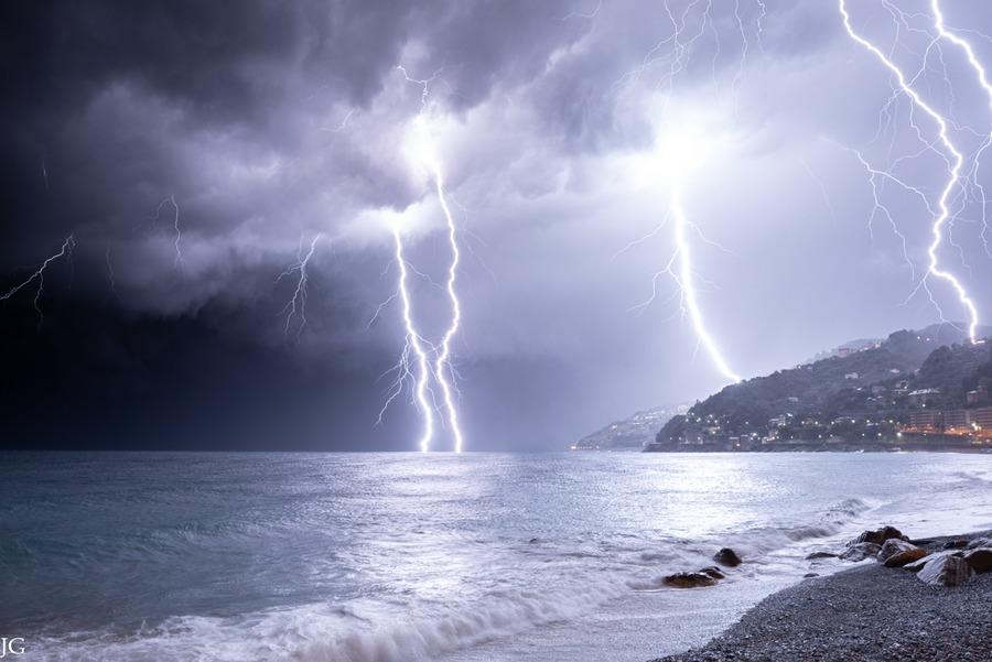 Image d'illustration pour phénomènes orageux - quels sont les types d'éclairs observables?