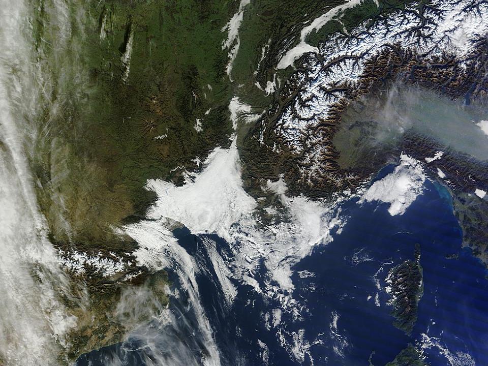 Image d'illustration pour L'enneigement très déficitaire en montagne vu par satellite