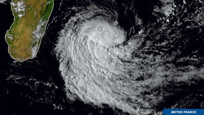 La tempête tropicale sera baptisée Dumazile d'ici samedi — Météo
