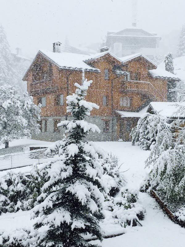 Image d'illustration pour Retour de la neige en moyenne montagne, congère et avalanche dans les Alpes