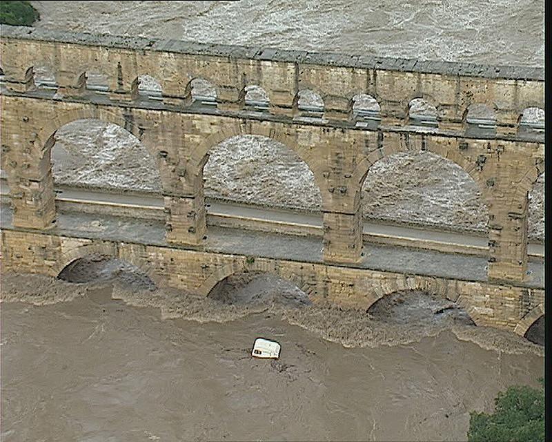 Image d'illustration pour Inondations des 8 et 9 septembre 2002 : catastrophe sur le Gard
