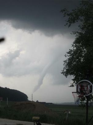 Image d'illustration pour Violents orages en Rhône-Alpes : foudre, grêle, vent et inondations