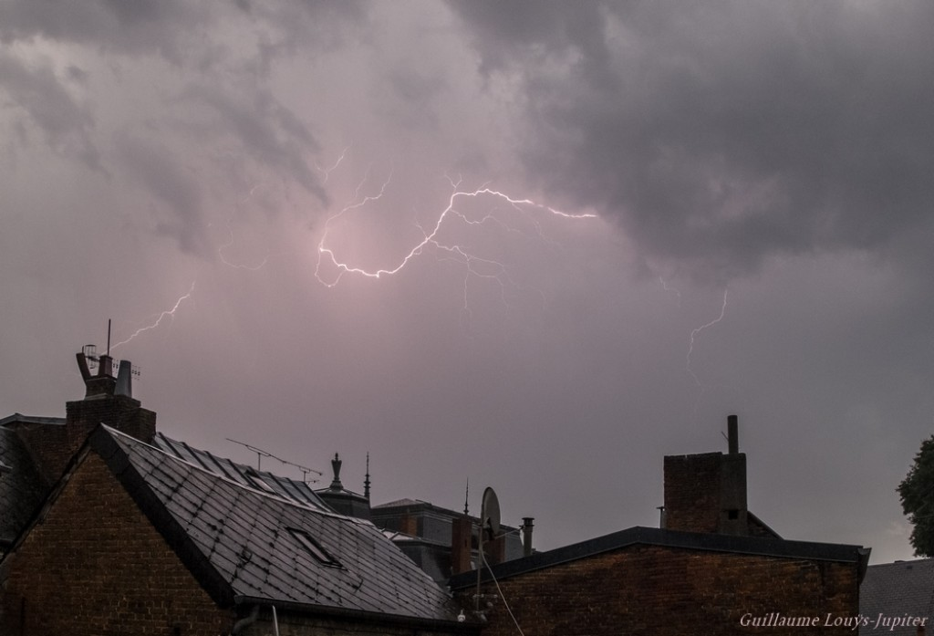 Image d'illustration pour De violents orages interrompent le pic de chaleur en France et en Belgique