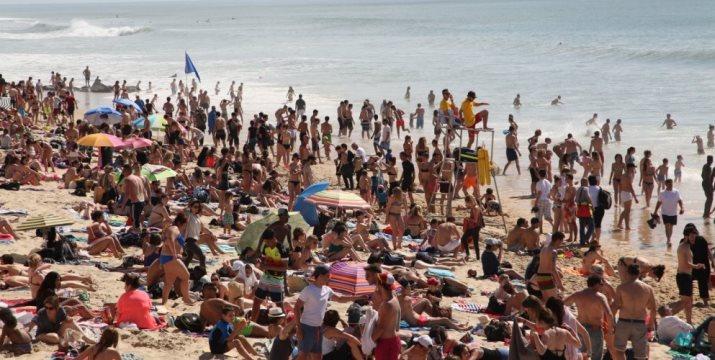 Image d'illustration pour Les plages prises d'assaut lors des premières fortes chaleurs