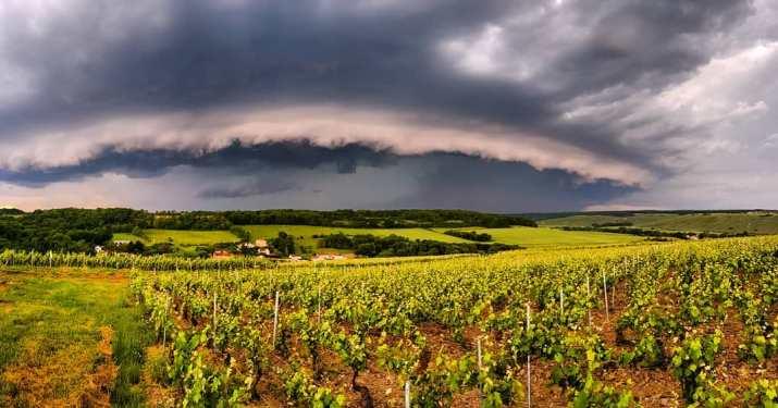 Image d'illustration pour Chaleur à l'Est attisant de violents orages