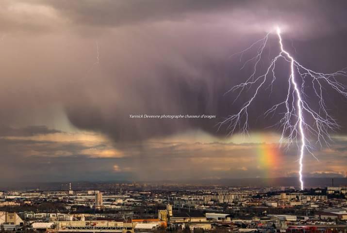 Image d'illustration pour Douceur, vent et orages en marge de la dépression Felix