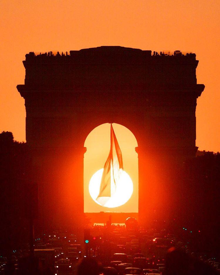 Parishenge le soleil se couche sous l 39 arc de triomphe 10 mai - Le soleil se couche a l ouest ...