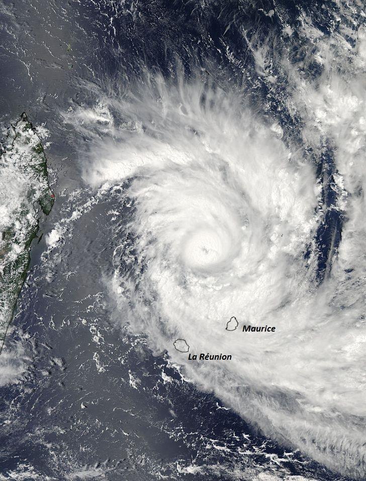 Image d'illustration pour Le cyclone très intense Bansi évite La Réunion