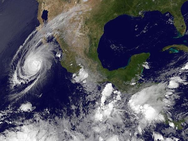 Image d'illustration pour Cyclone Blanca : nouveaux records et pluie en secteur désertique