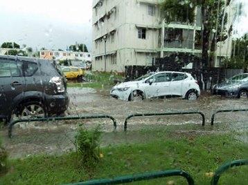 Image d'illustration pour La Réunion : des orages mais pas de cyclone Emeraude
