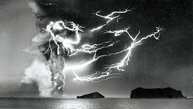 Image d'illustration pour Orages volcaniques, un phénomène fascinant mais encore mal compris