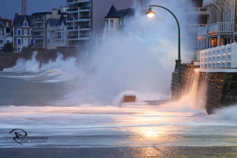 Image d'illustration pour Les grandes marées provoquent quelques inondations