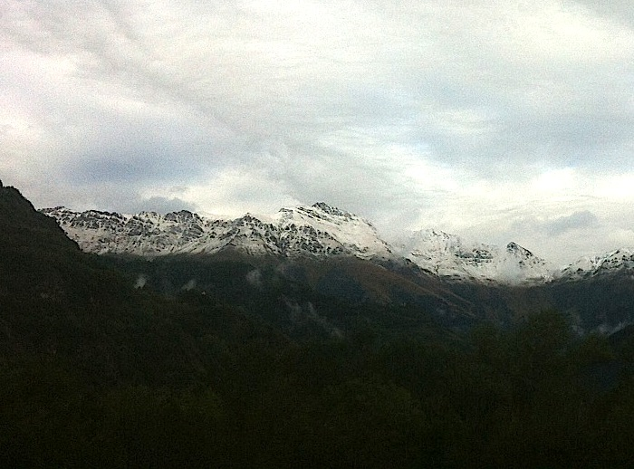 Image d'illustration pour Fraîcheur automnale, fortes pluies et neige en montagne