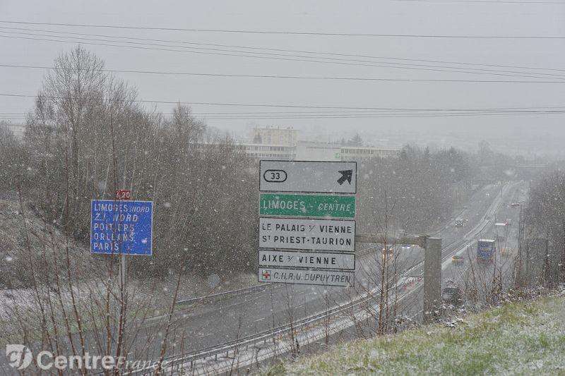 Image d'illustration pour La neige régresse mais le froid résiste
