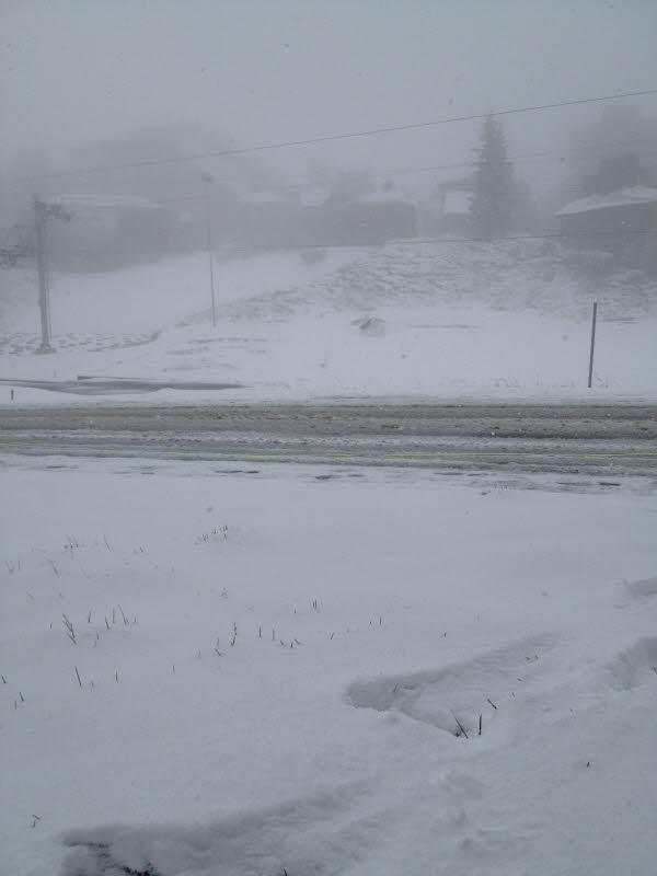 Image d'illustration pour Vosges, Jura et Alpes : première neige en moyenne montagne