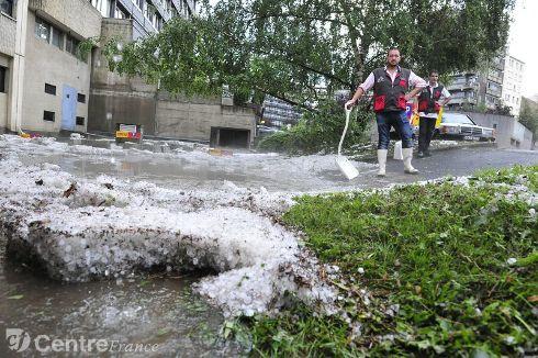 Image d'illustration pour Orage fort en Auvergne et Bourgogne - inondations à Clermont Ferrand