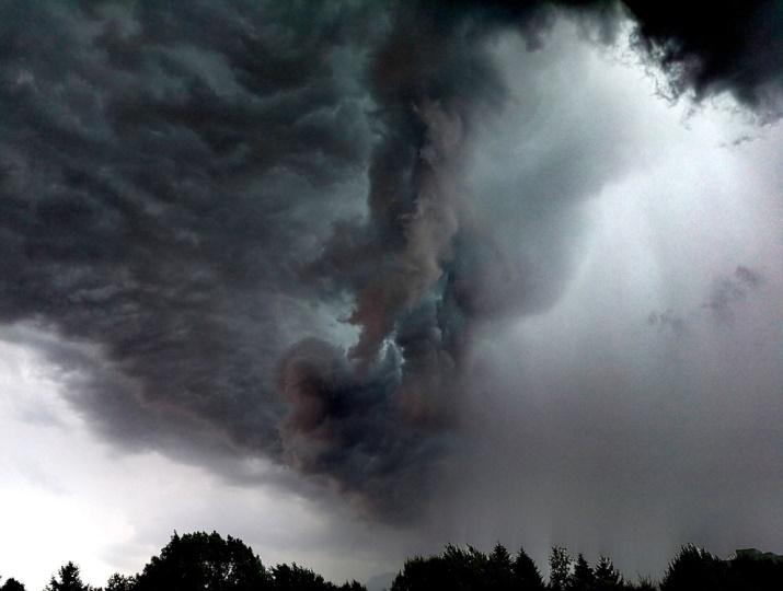 Image d'illustration pour De violents orages dans un contexte très dynamique