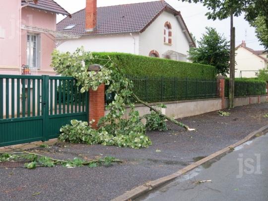 Image d'illustration pour Orage de grêle, rafales et foudre en Auvergne et Bourgogne