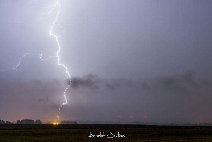 Image d'illustration pour De forts orages mettent fin aux fortes chaleurs