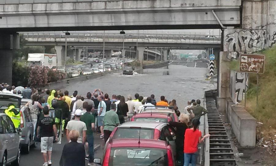 Image d'illustration pour Orages forts en Italie - Inondations et rafales à Rome et Naples