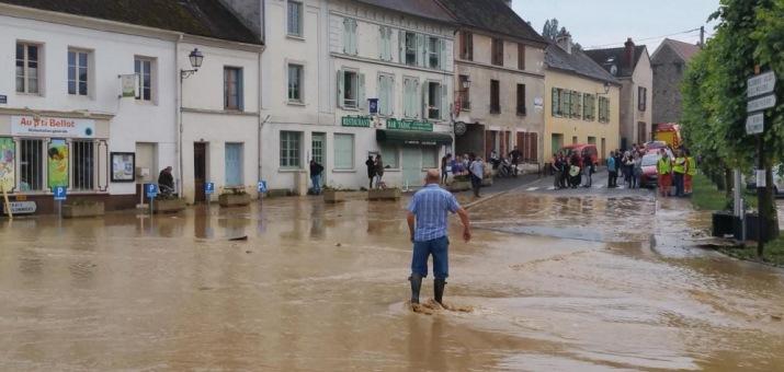 Image d'illustration pour Pluie diluvienne entre Pays de la Loire, Paris & Ardennes