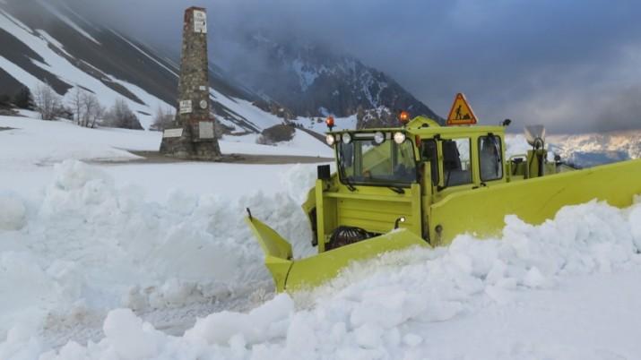 Image d'illustration pour Ouverture des grands cols et neige en haute montagne