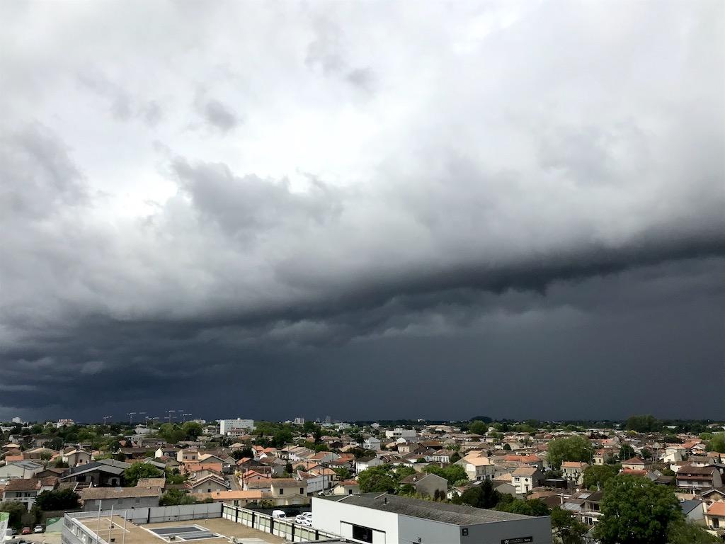 L'orage arrive sur Bordeaux