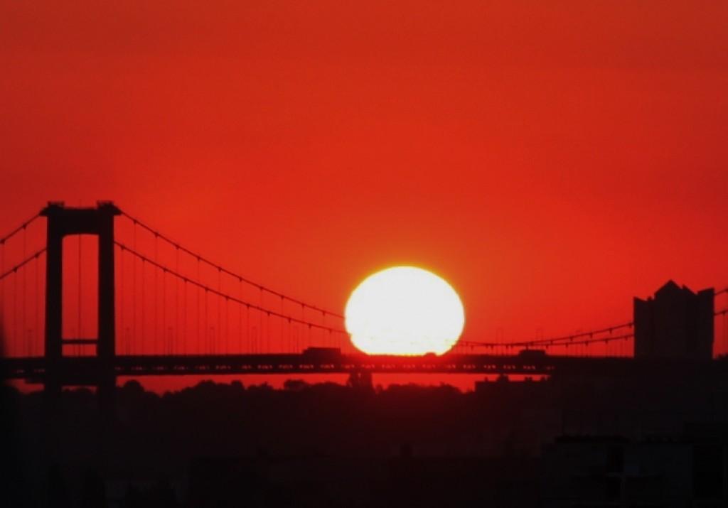 Lever de soleil sur le Pont d'Aquitaine