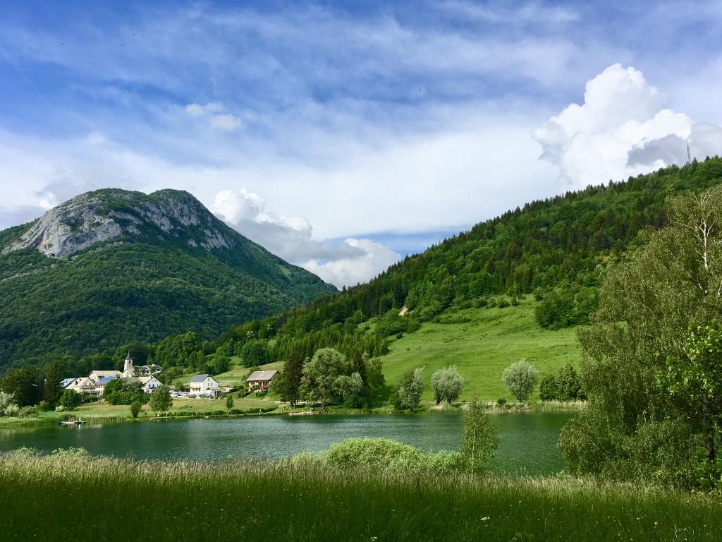 Le lac de la Thuile dans les Bauges