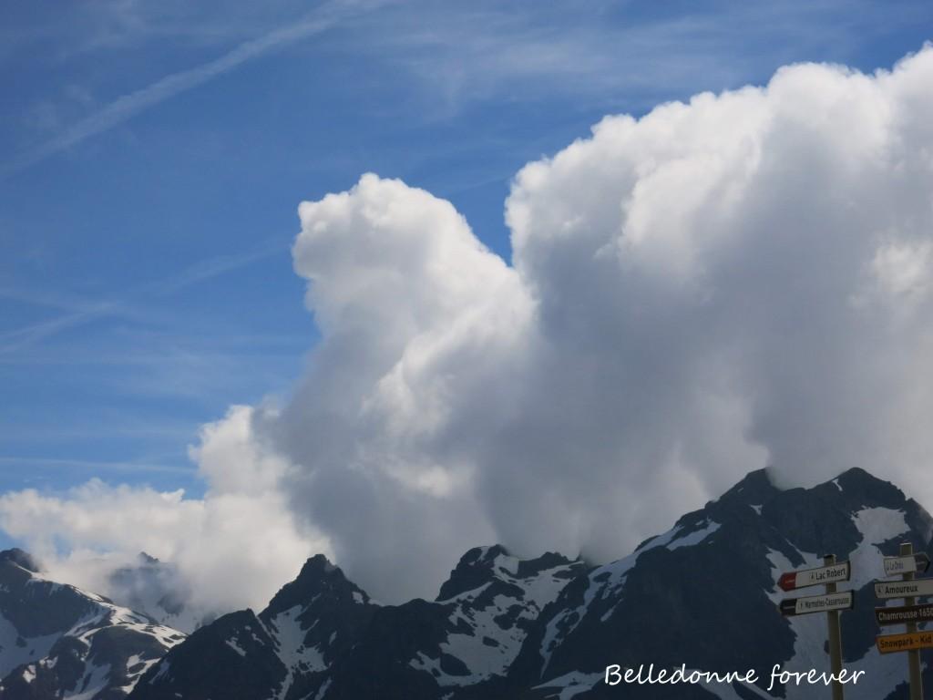 10 h Déjà des nuages qui bourgeonnent A.P.