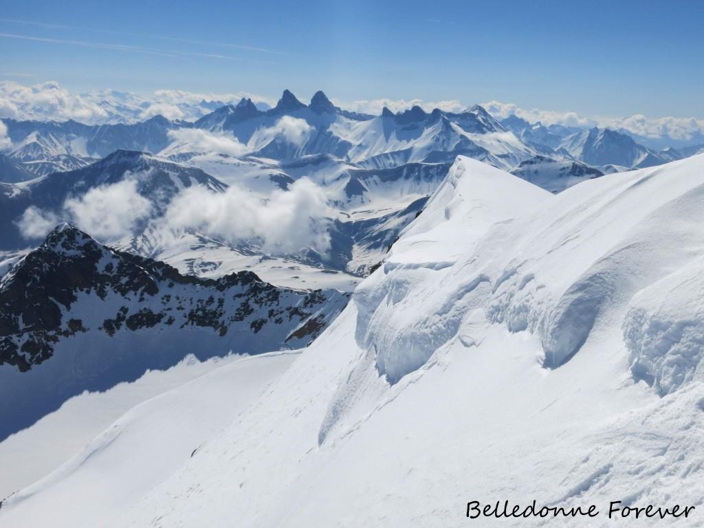 Arrivée au Pic de l'Étendard, 3464 m au fond les aiguilles d'Arves A.P.