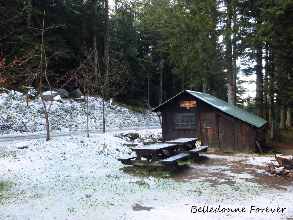 Un peu de neige à la cabane A. Bonnet 1265 m A.P.