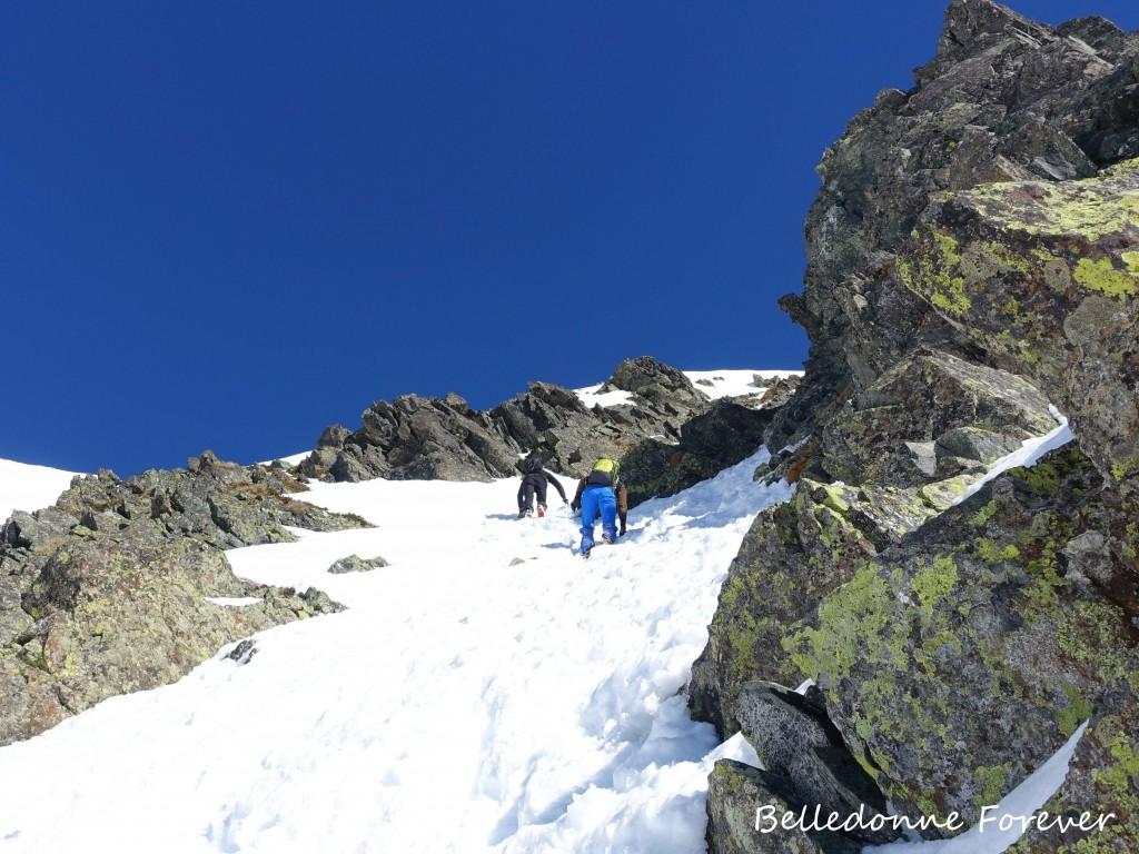 2 randonneurs Direction le sommet du Grand Sorbier (2526m) A.P.