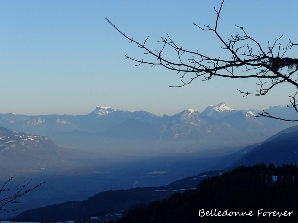 La vallée du Grésivaudan avec au fond les Bauges A.P.