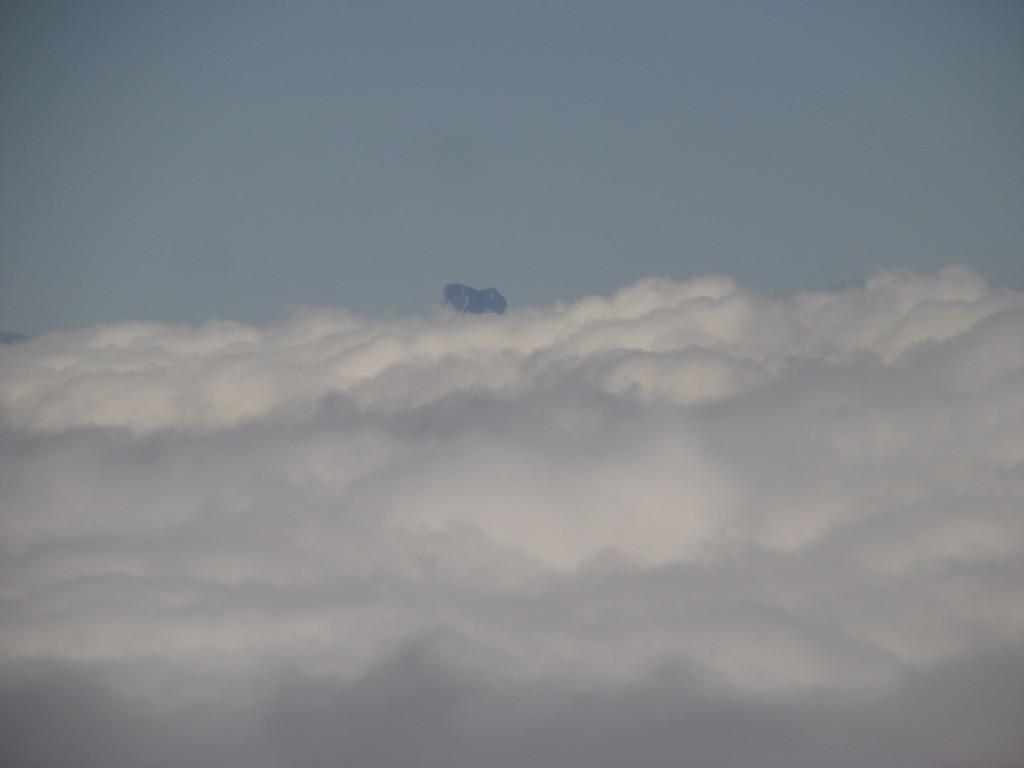 Mont Aiguille émergeant.