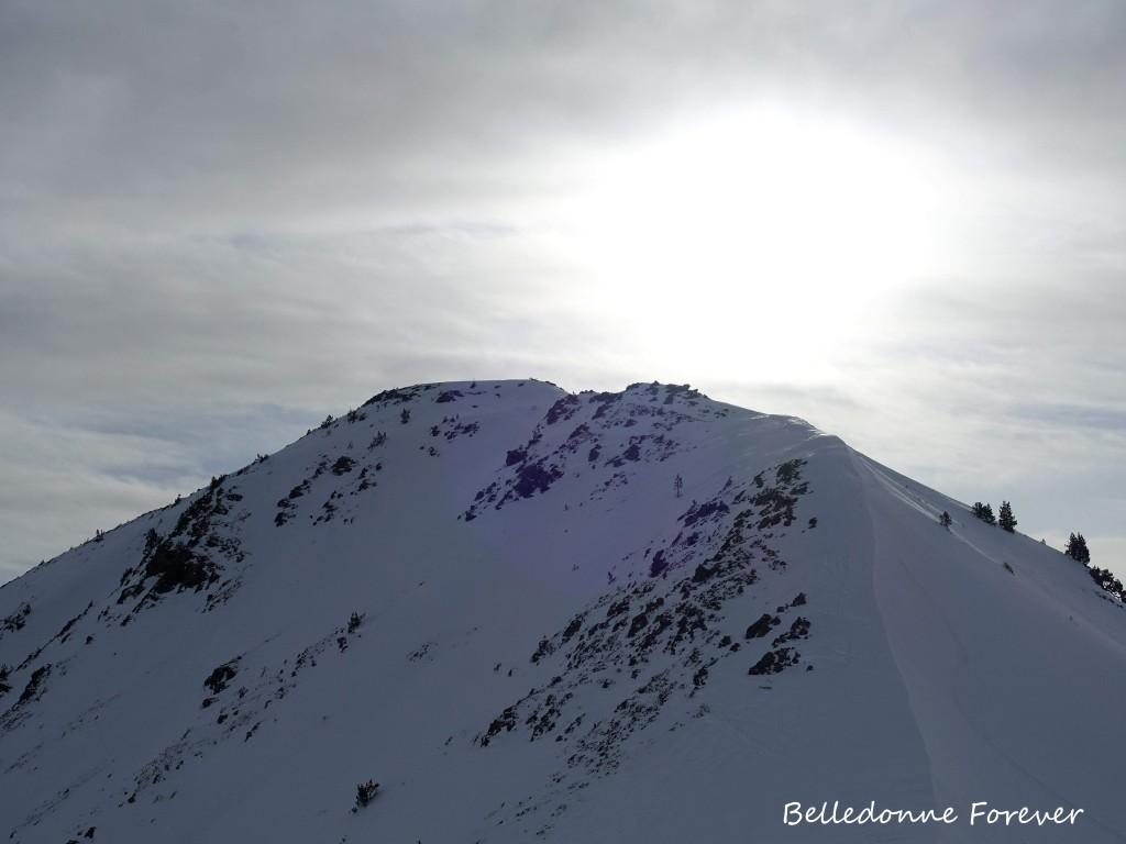 Le vent a transporté la neige et formé des plaques A.P.